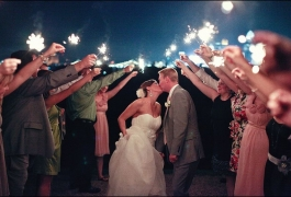 kissing_with_wedding_sparklers