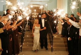 send-them-off-with-wedding-sparklers