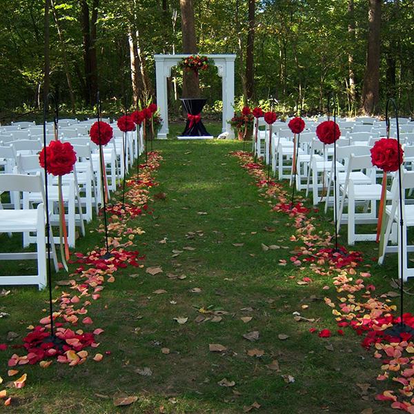 Simple Garden Wedding Ideas: Indoor Versus Outdoor Weddings