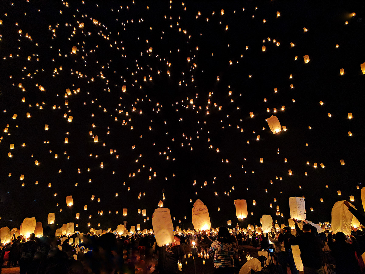 Use Sky Lanterns At A Wedding Image Group Release