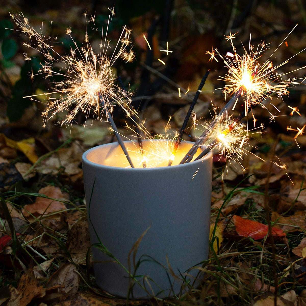 Image of a Ceramic Centerpiece with Sparklers for Weddings Inside